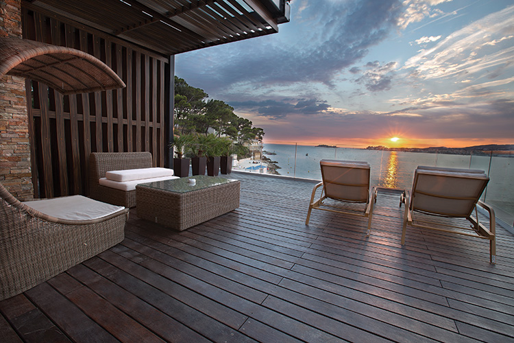 hotels dans le var bord de mer location avec cuisine quip e droit locataire. Black Bedroom Furniture Sets. Home Design Ideas